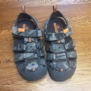 Boy's preowned Red Head sandals 2 $ 20.00 #1438